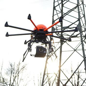Inspektion von Strommasten mit einer HEIGHT TECH HT-8 Multicopter Drohne